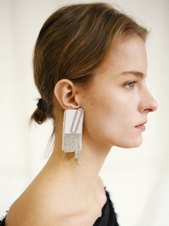 [SEASON4] ALEXA WHITE DROP EARRINGS