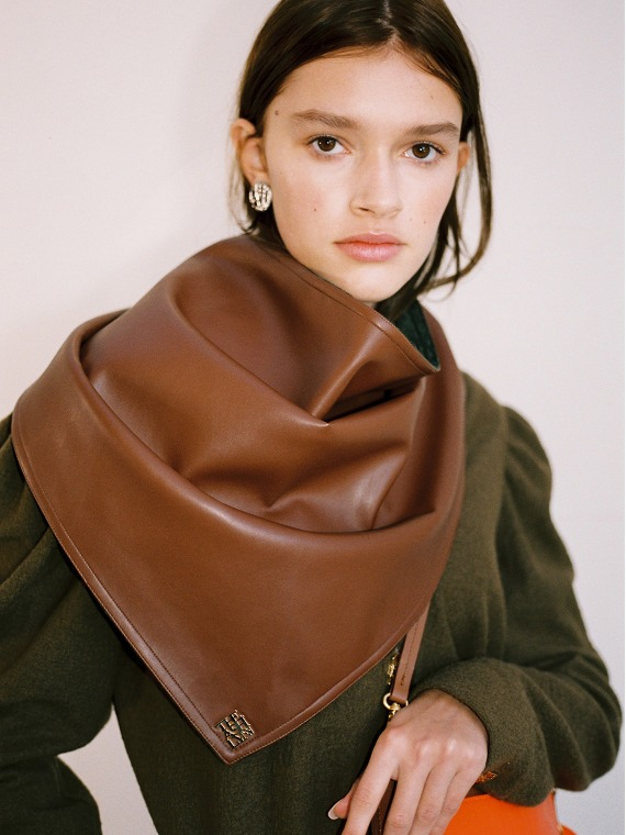 WINNIE REVERSIBLE LEATHER SCARF_BROWN