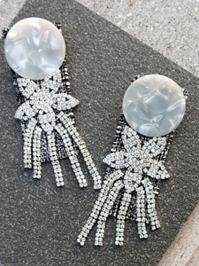 WHITE FLOWER CRYSTAL DROP EARRINGS