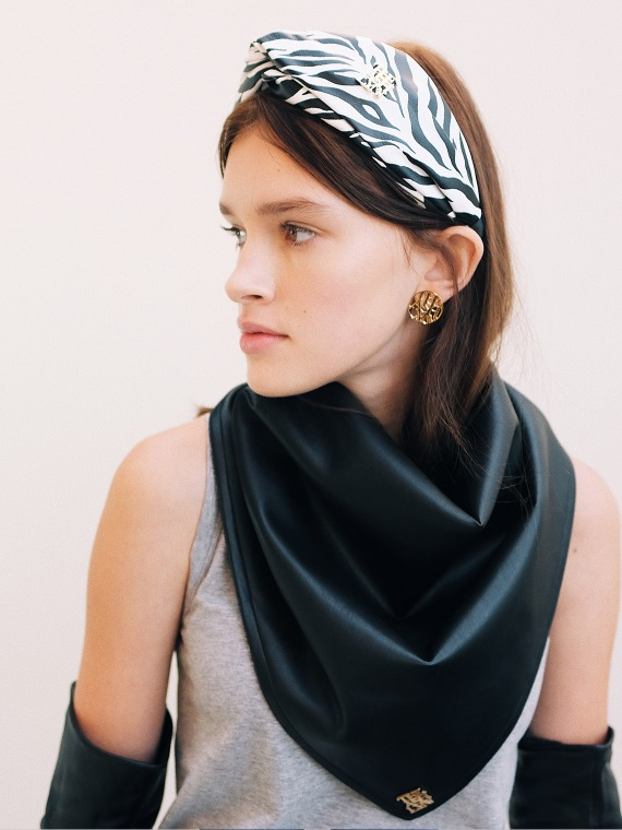WINNIE REVERSIBLE LEATHER SCARF_BLACK