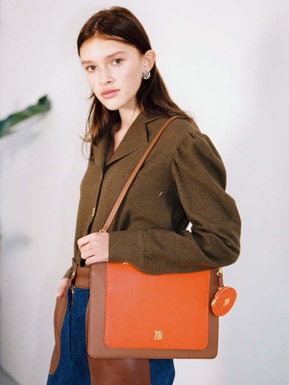 DOROTHY FLAT SHOULDER BAG_CAMEL/ORANGE